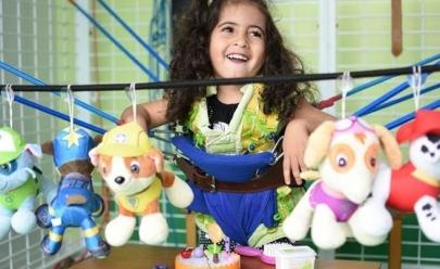 Crianças especiais comemoram festa junina com piquenique e quadrilha em parque