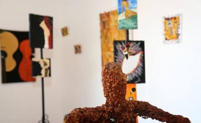 Biblioteca Municipal de Uberaba recebe exposição do artista plástico Yekenelay