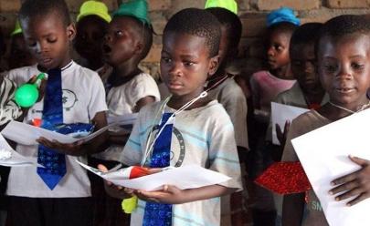 Jovens goianos criam site para arrecadar doações e garantir escola e comida à crianças carentes