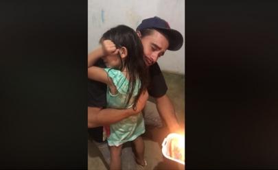 Pedreiro de Anápolis que emocionou a internet com surpresa para filha ganha bolsa para cursar Engenharia Civil