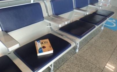 Livros gratuitos serão disponibilizados para passageiros em sala de embarque do aeroporto de Goiânia