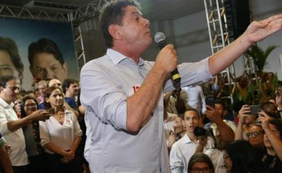 Vídeo: Cid Gomes, irmão de Ciro, é vaiado em evento do PT ao pedir 'mea culpa'