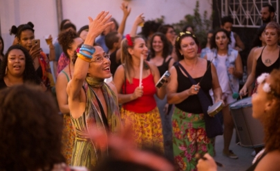 Coró de Pau e Coro Mulher oferecem aulas de percussão e canto popular em Goiânia