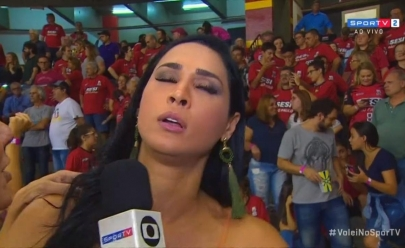 Jogadora de vôlei Jaqueline desmaia durante entrevista ao vivo na TV
