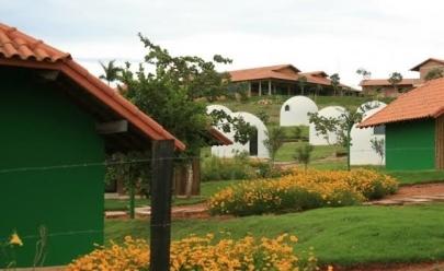 Conheça um refúgio em meio ao cerrado com chalés em forma de iglu a 200 km de Uberaba