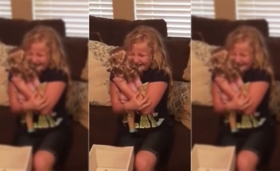 Vídeo: Garotinha ganha boneca com perna protética igual à sua e se emociona