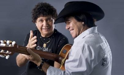 Teodoro e Sampaio relembram clássicos de sucesso em show em Uberlândia