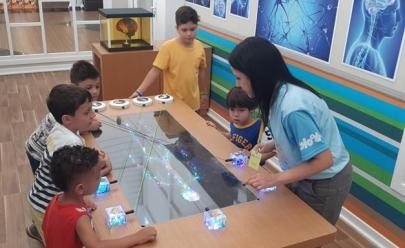 Escola de Gênios: shopping de Brasília recebe atração inspirada na série infantil