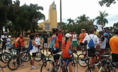 Passeio de bicicleta gratuito percorre traçado urbano Art Déco em Goiânia