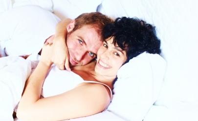 Maria Flor e Emanuel Aragão fazem estreia nacional do espetáculo 'Tudo que você sempre quis dizer sobre o casamento' no Teatro Sesi