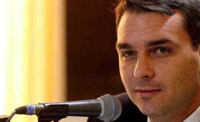 Filho de Bolsonaro provoca e Netflix responde:  Você está louca, querida