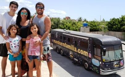 Família aventureira que vai dar a volta ao mundo em uma 'casa sobre rodas' desembarca em Goiânia