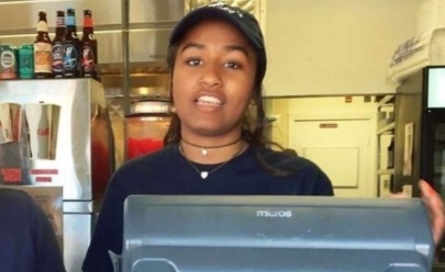 Filha mais nova de Barack Obama aproveita férias para trabalhar como caixa de restaurante