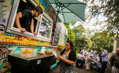 Shopping sedia encontro de food trucks com entrada gratuita em Goiânia