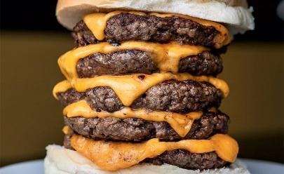 Hamburgueria oferece R$ 100 para quem comer seu Monster Burger em Uberlândia