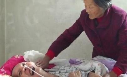 Mãe vê filho acordar depois de 12 anos em coma