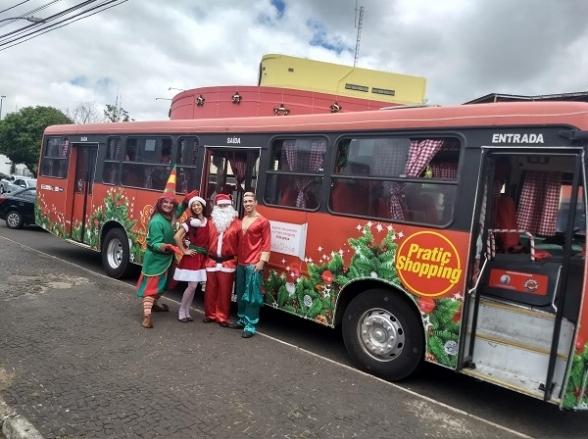 Ônibus do Papai Noel oferece passeios gratuitos em Uberlândia até a véspera de Natal