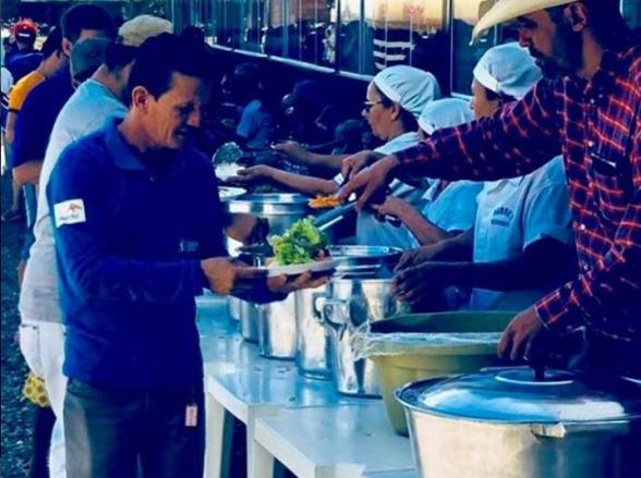 Restaurante em Bela Vista de Goiás serve comida a caminhoneiros em greve