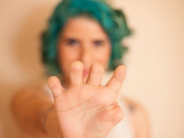 Goiana sem dedos das mãos cria gibi sobre super-heróis com deficiências