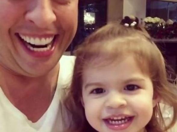 Ceará ensina a filha a imitar Sílvio Santos; veja vídeo