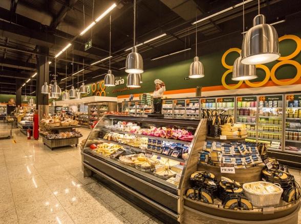 Rede de supermercados em Goiás oferece 'Chá das Cinco' gratuito em homenagem ao Dia dos Avós