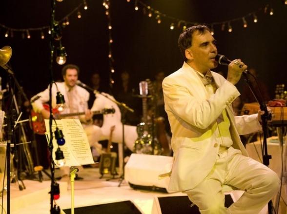 Arnaldo Antunes faz show em Belo Horizonte