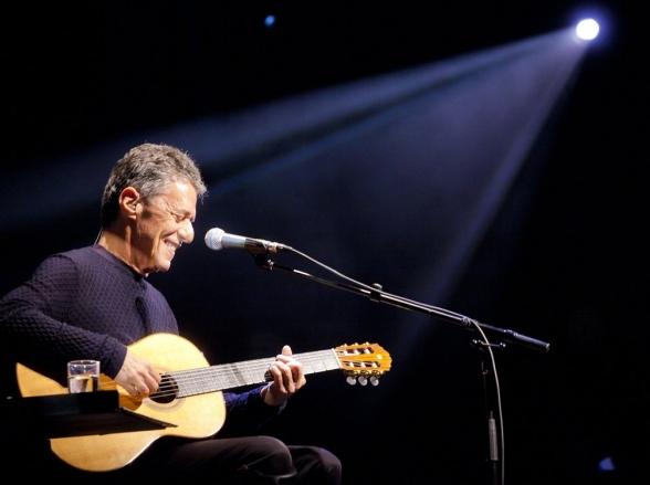 Chico Buarque estreia turnê nacional de Caravanas em Belo Horizonte