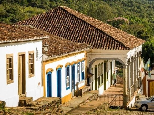 Escondida entre serras e montanhas, a cidade mais bonita do Brasil fica em Minas Gerais