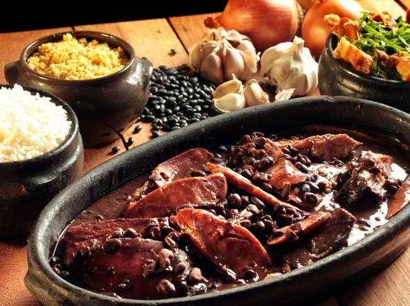 Brasília recebe evento em homenagem ao Dia do Samba com open food de feijoada