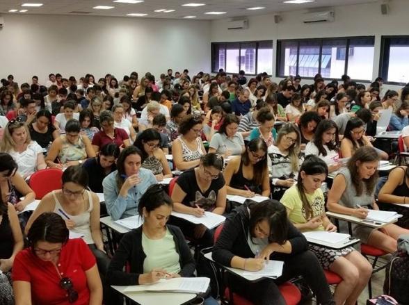 Cursinho de Brasília promove aulões solidários para concursos públicos