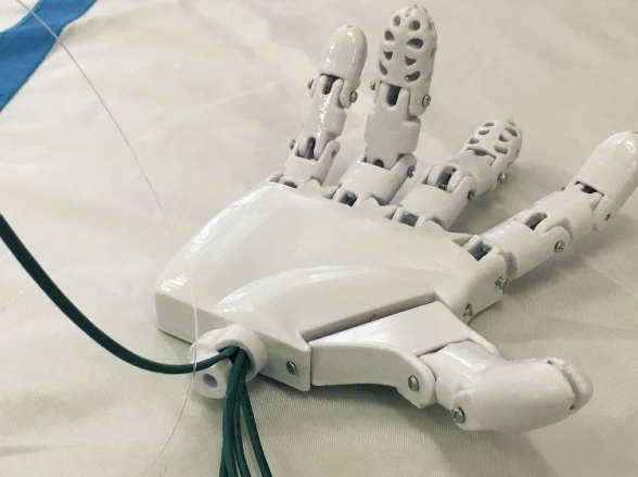 Estudantes de Minas Gerais desenvolvem prótese em 3D de baixo custo