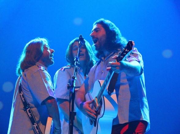 Brasília recebe super show de tributo a Bee Gees
