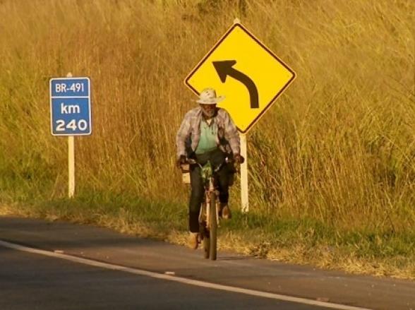 Morador de zona rural de Minas Gerais pedala 16 km para fazer tratamento de hemodiálise