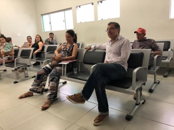 Paulo Betti é flagrado em postinho de saúde em Goiânia