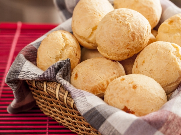 Bretas comemora o Dia do Pão de Queijo com desconto exclusivo