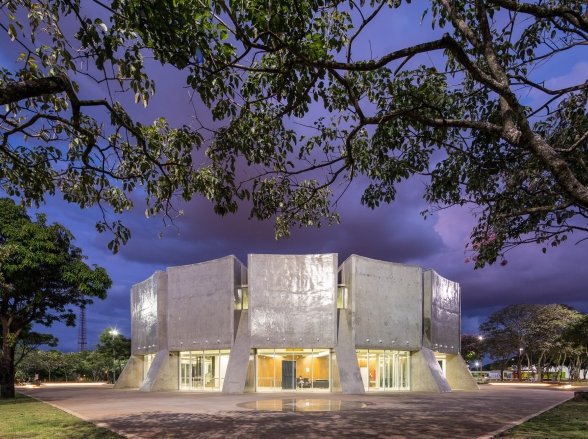 Planetário de Brasília promove 2ª Feira de Troca de Livro