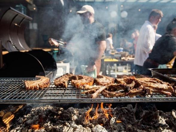 Uberlândia recebe festival de churrasco 'Faca e Fogo' com bebida e comida all inclusive