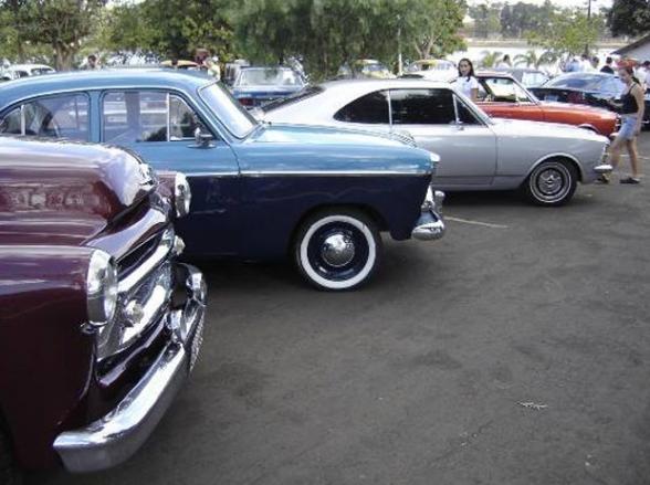 Uberlândia recebe encontro nacional de carros antigos