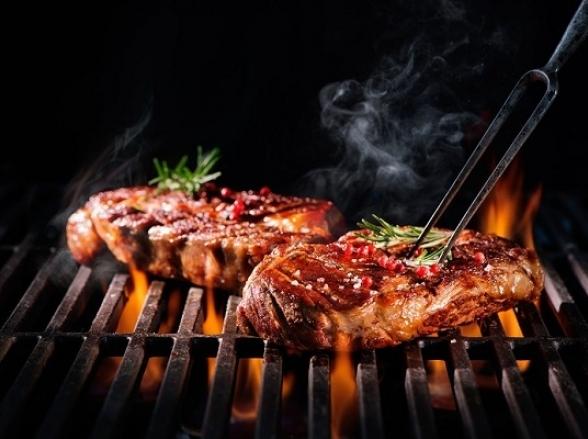 Com 10 estações de carne, show de Alexandre Pires e outras atrações 'Samba, Sertão e Brasa' acontece em Uberlândia