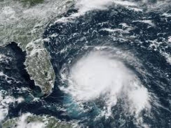 Furacão causou muito estrago nas Bahamas e segue caminho para Florida