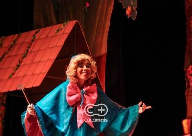 """Espetáculo  Infantil  """"Uma Aventura Mágica""""."""