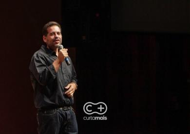 """Stand-up comedy """"Lente de Aumento"""" com Leandro Hassum."""